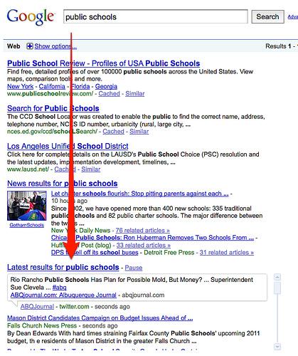 zapytanie [public schools] wydane w zwykłym Google i widoczny na nich boks z wynikiem real-time. Wynik pochodzi z Twittera