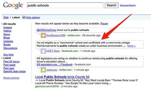 zapytanie [public schools] wydane w wyszukiwarce real-time. Na liście widoczne wyniki z Facebooka