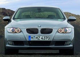 charakterystyczne dla BMW wloty powietrza, tzw. chrapy