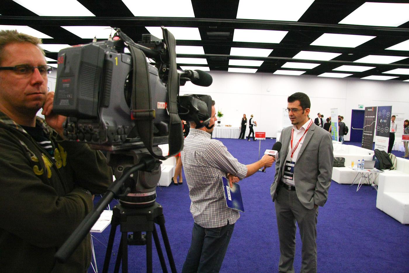 Dan Petrovic udziela wywiadu TVP Poznań